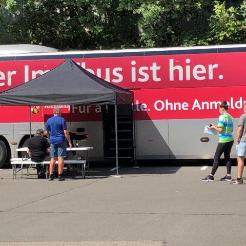Der Impfbus hält erneut in Hauenstein auf dem Parkplatz des Edeka-Marktes.